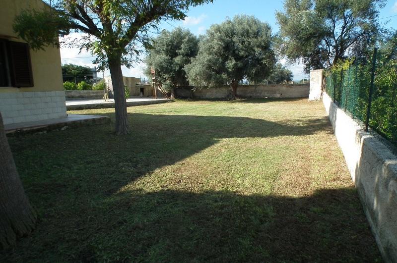 Villa in vendita a Siracusa, 3 locali, zona Località: Arenella, prezzo € 145.000   CambioCasa.it