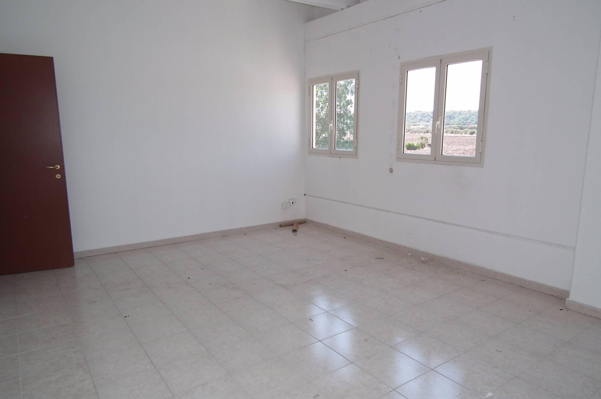 Capannone in affitto a Siracusa, 9999 locali, prezzo € 3.500 | Cambio Casa.it