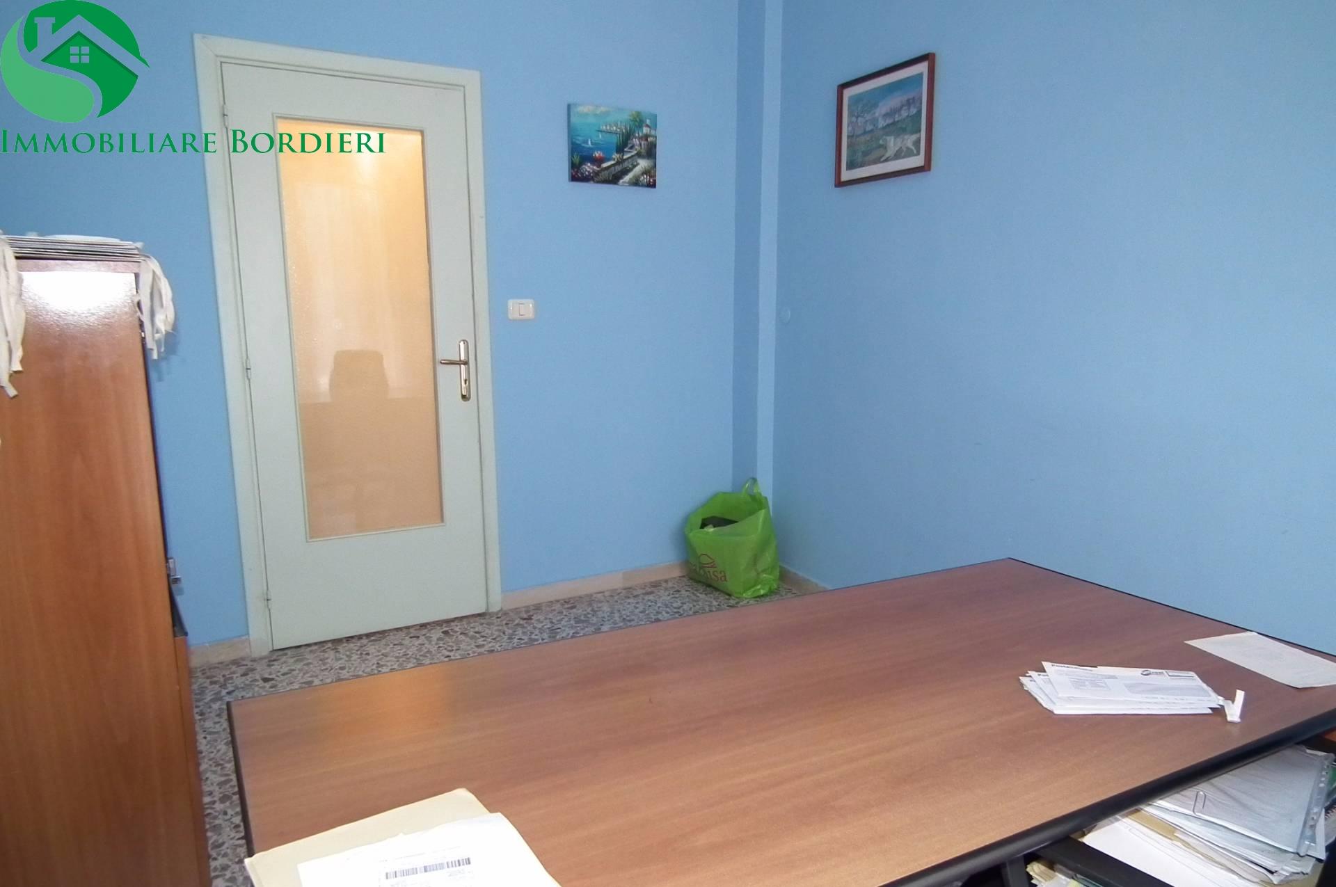 Ufficio / Studio in affitto a Siracusa, 9999 locali, zona Zona: Tica-tisia, prezzo € 400 | CambioCasa.it