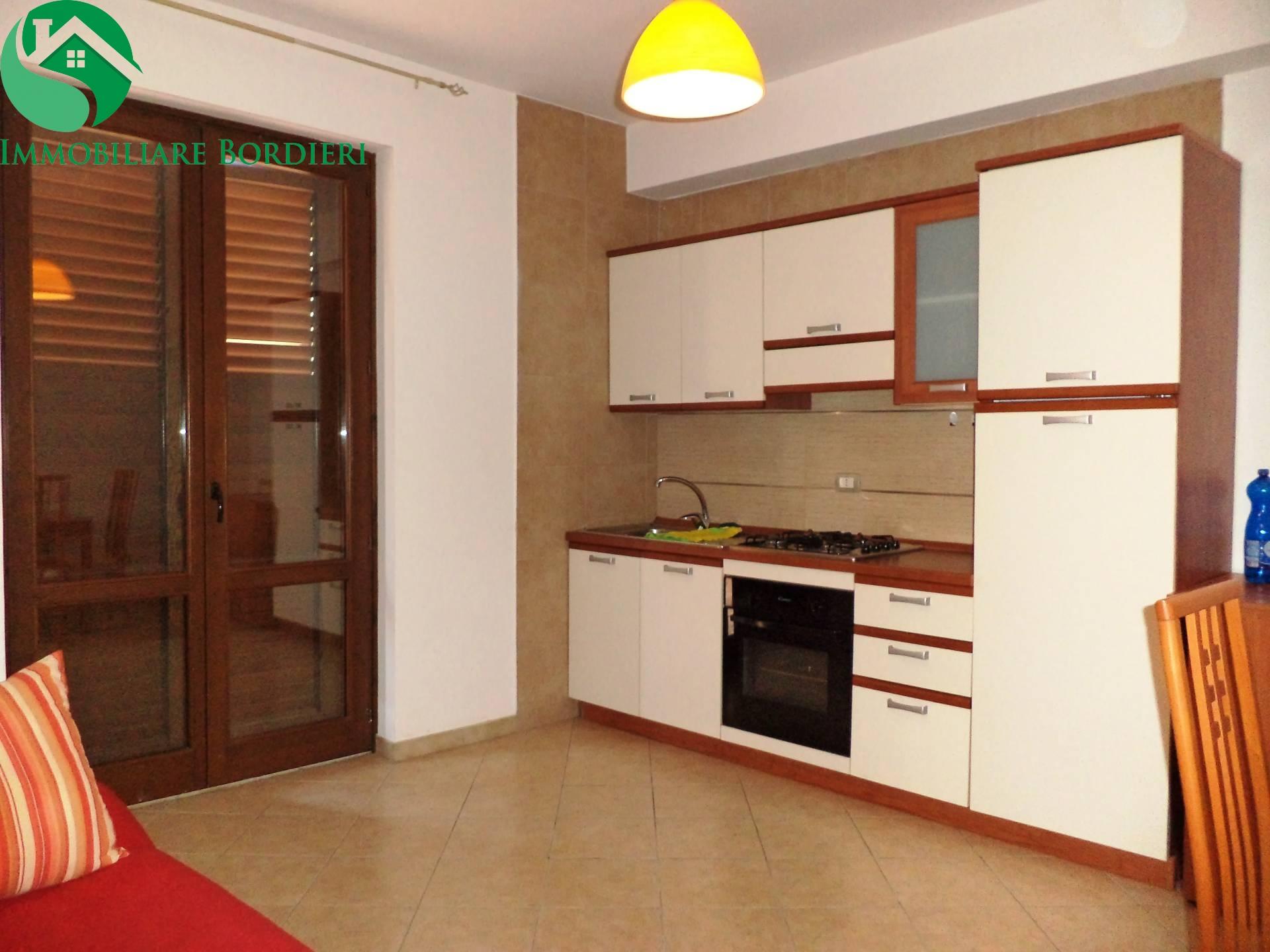 Appartamento in affitto a Siracusa, 2 locali, zona Zona: Belvedere, prezzo € 450 | CambioCasa.it
