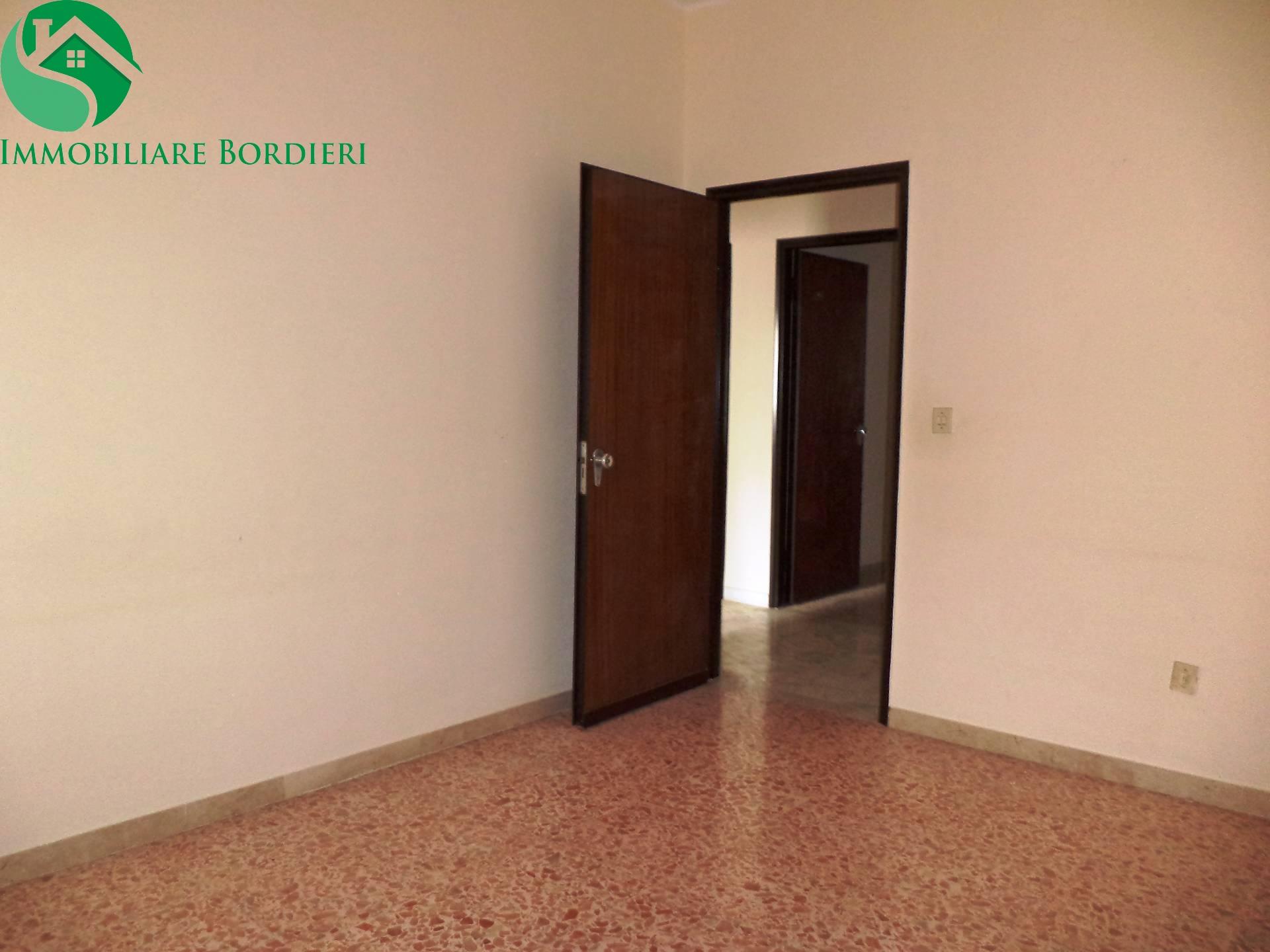 Appartamento in vendita a Siracusa, 4 locali, zona Località: Zecchino, prezzo € 105.000 | CambioCasa.it