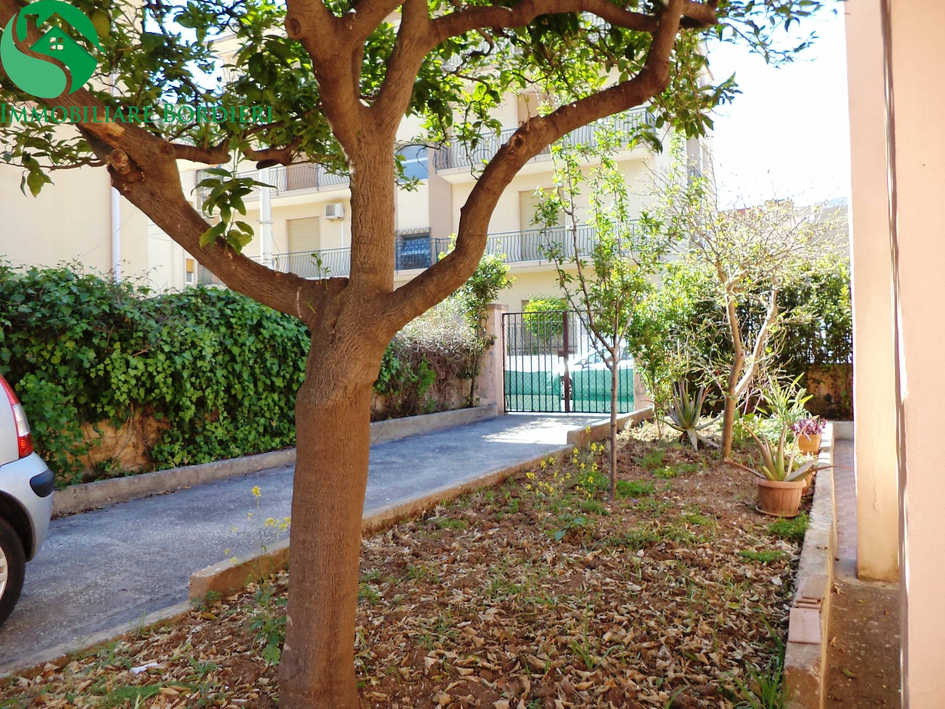 Villa in vendita a Siracusa, 4 locali, zona Località: ServidiMaria, prezzo € 240.000 | CambioCasa.it