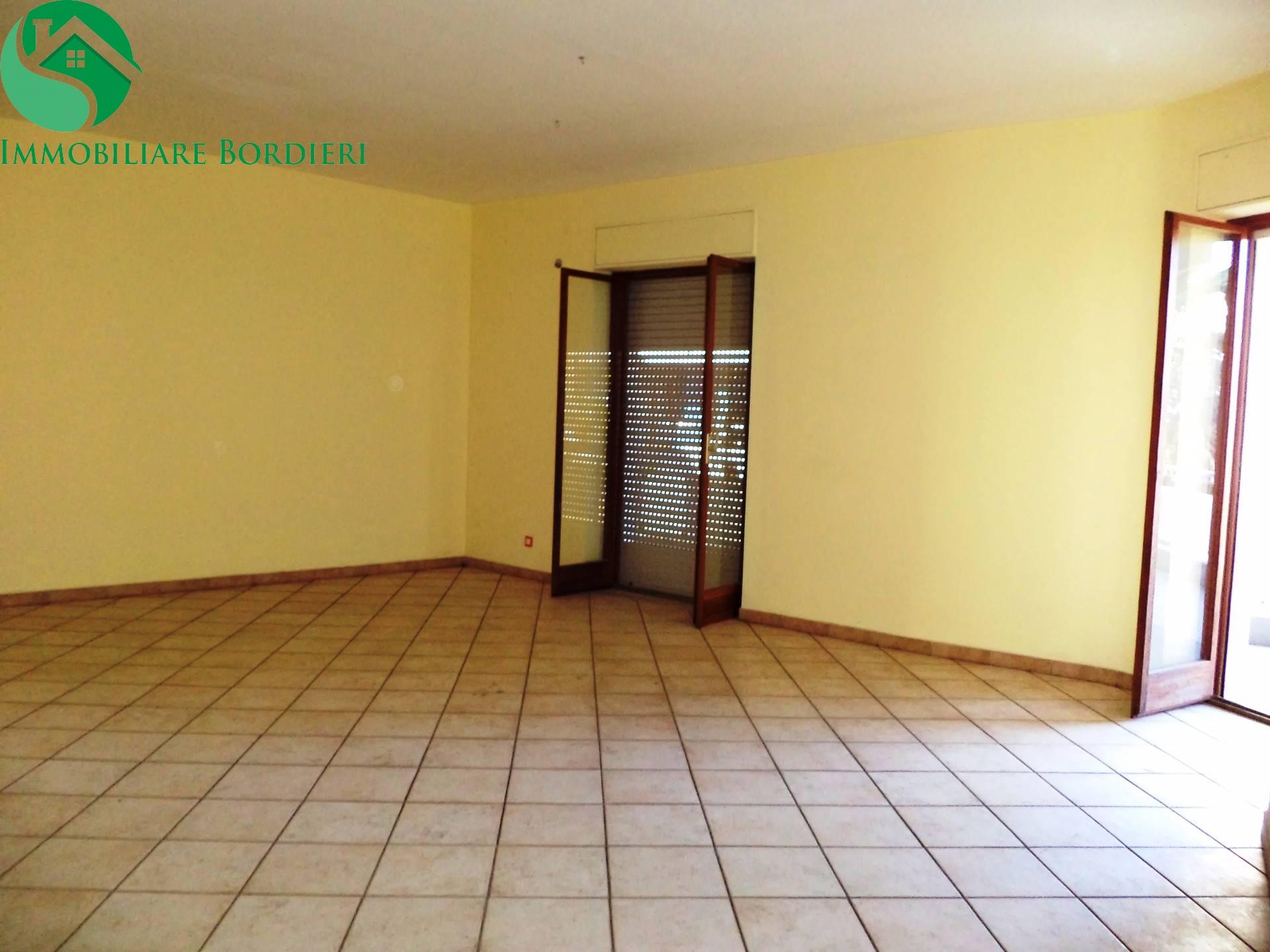 Appartamento in affitto a Siracusa, 5 locali, zona Località: ScalaGreca, prezzo € 600 | CambioCasa.it