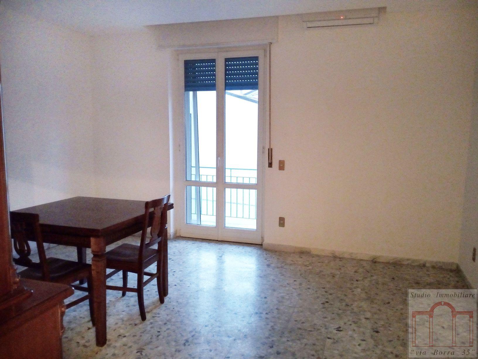 Appartamento in vendita a Livorno, 5 locali, zona Località: Periferianord, prezzo € 160.000 | Cambio Casa.it