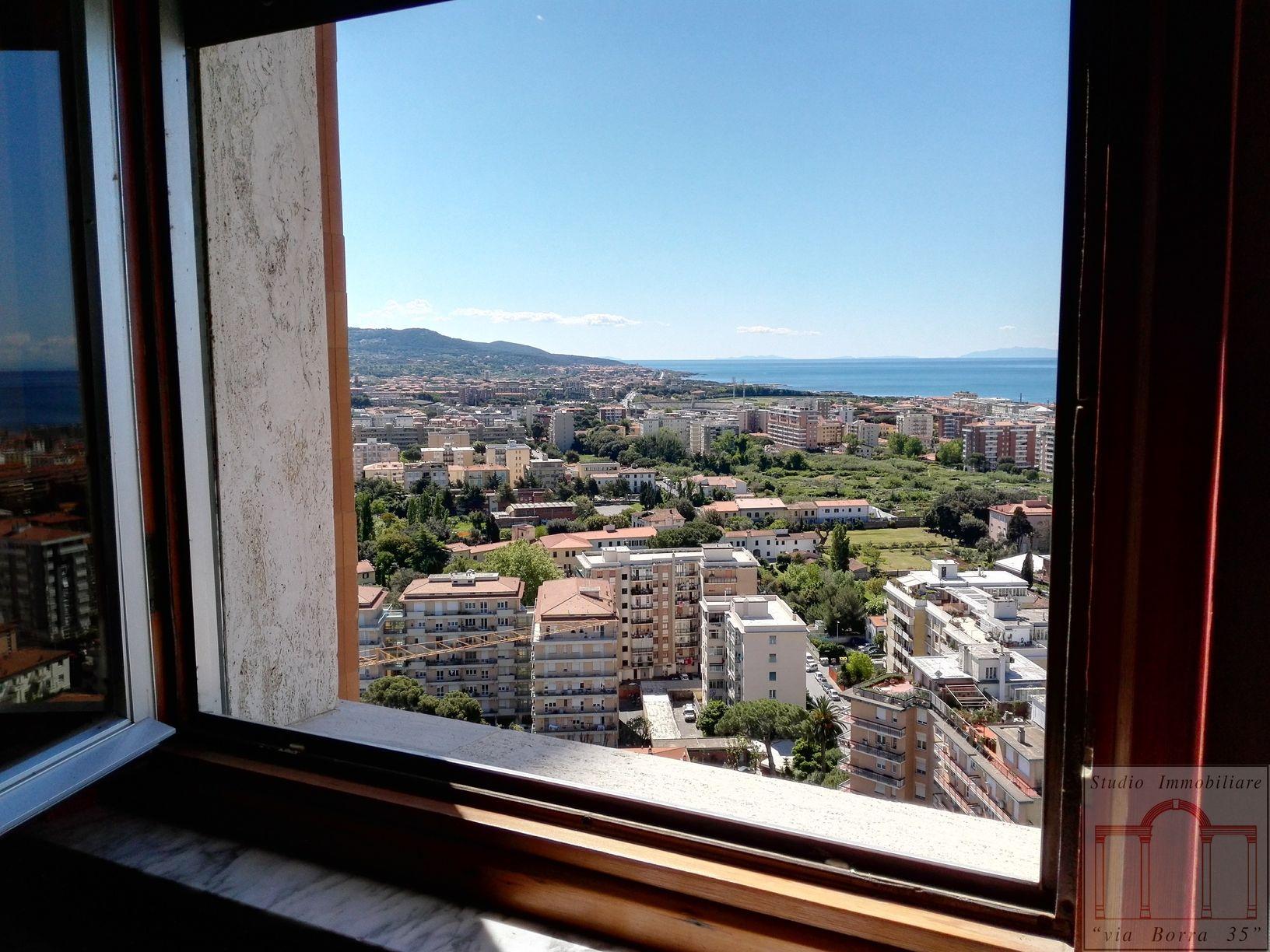 Appartamento in vendita a Livorno, 4 locali, zona Località: Centroresidenziale, prezzo € 150.000 | CambioCasa.it