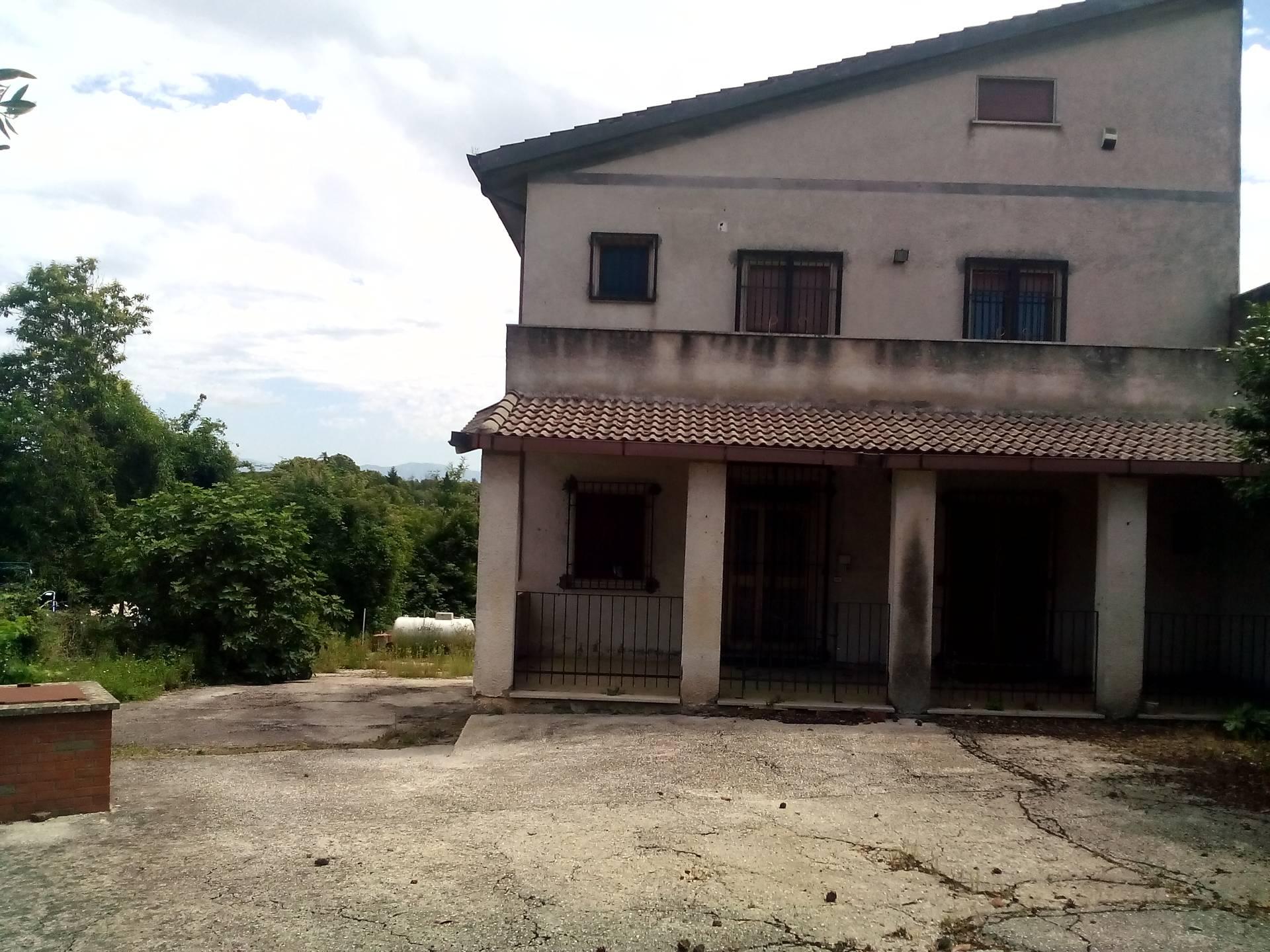 Soluzione Indipendente in vendita a Velletri, 5 locali, prezzo € 160.000 | Cambio Casa.it