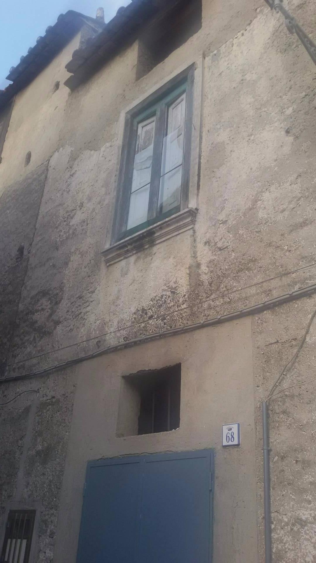 Soluzione Indipendente in vendita a Giffoni Valle Piana, 4 locali, zona Zona: Curticelle, prezzo € 25.000 | Cambio Casa.it