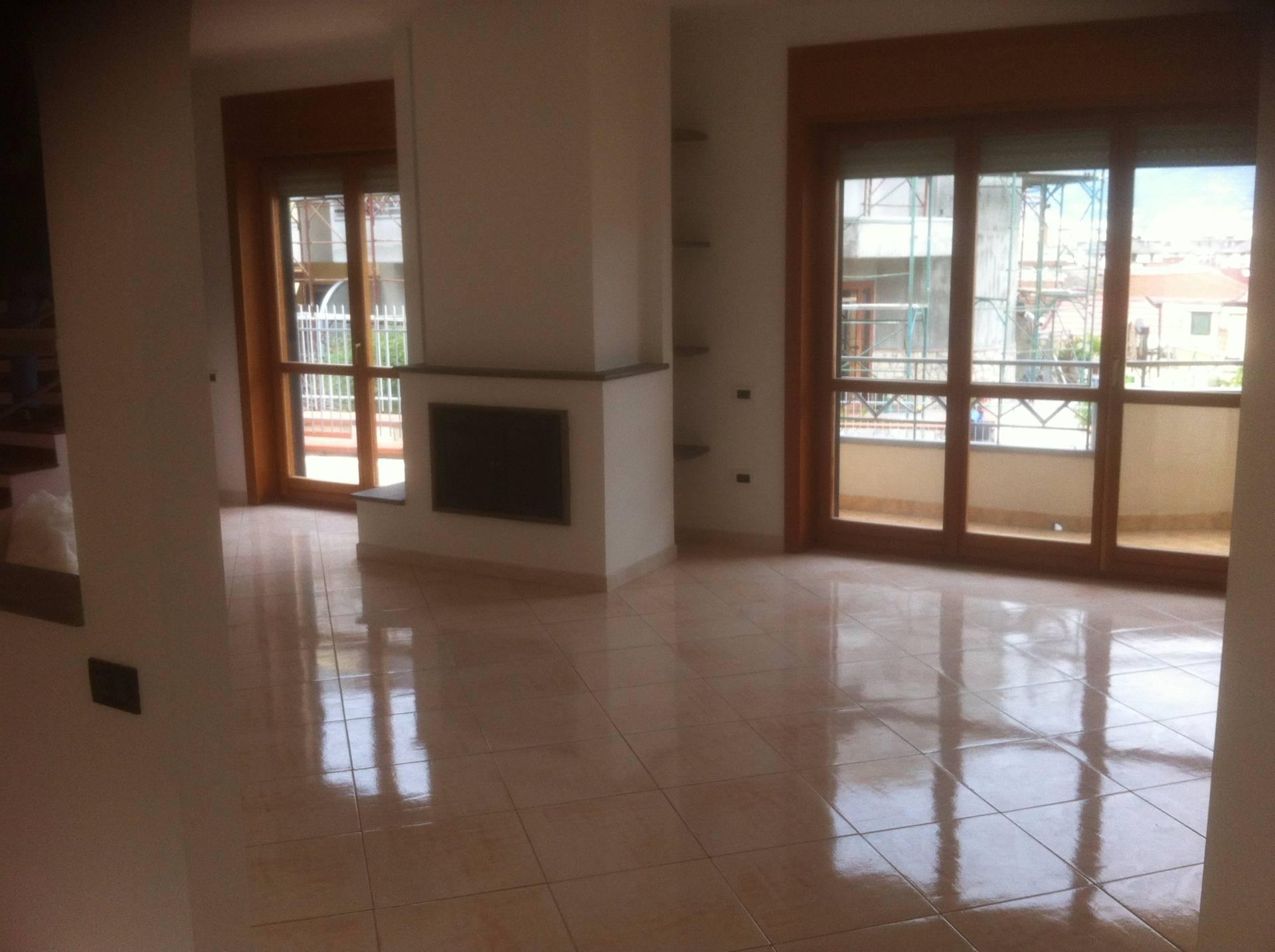 Villa in vendita a Baronissi, 5 locali, prezzo € 320.000 | CambioCasa.it