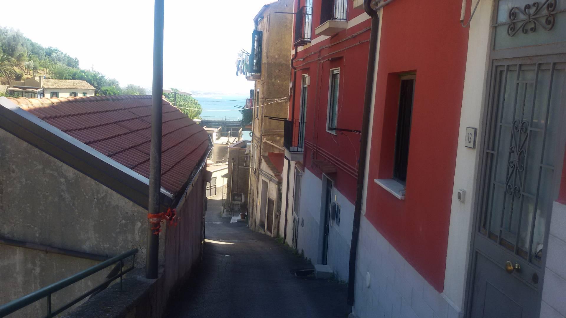 Bilocale Salerno Via Canalone 2