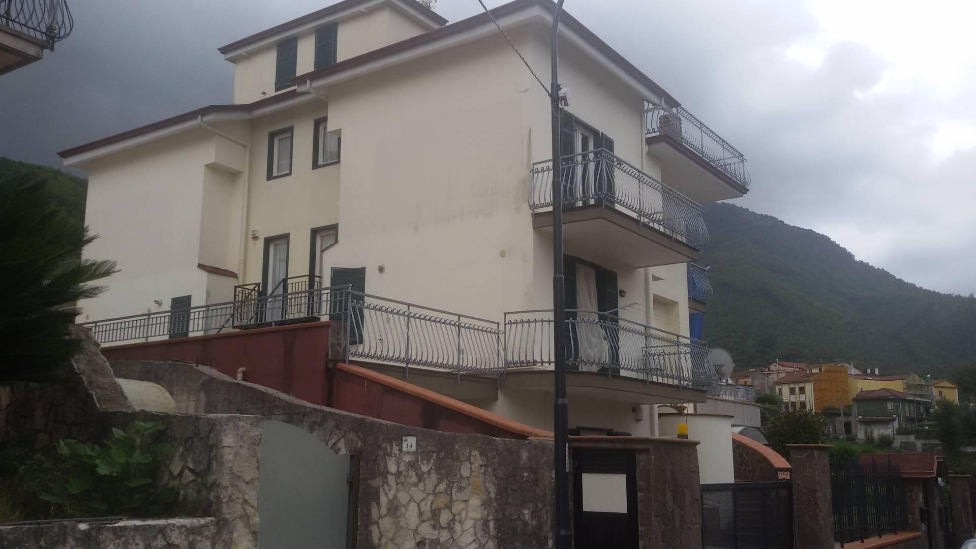 Villa in vendita a Baronissi, 5 locali, zona Zona: Caprecano, prezzo € 295.000 | Cambio Casa.it