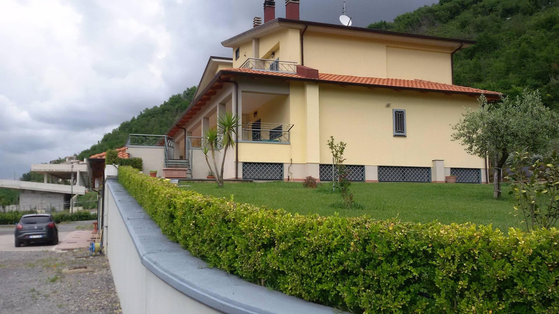 Villa in vendita a Baronissi, 10 locali, zona Zona: Antessano, Trattative riservate | CambioCasa.it