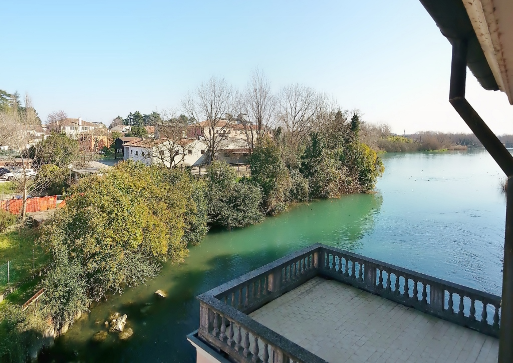 Appartamento in vendita a Quinto di Treviso, 7 locali, prezzo € 135.000 | CambioCasa.it