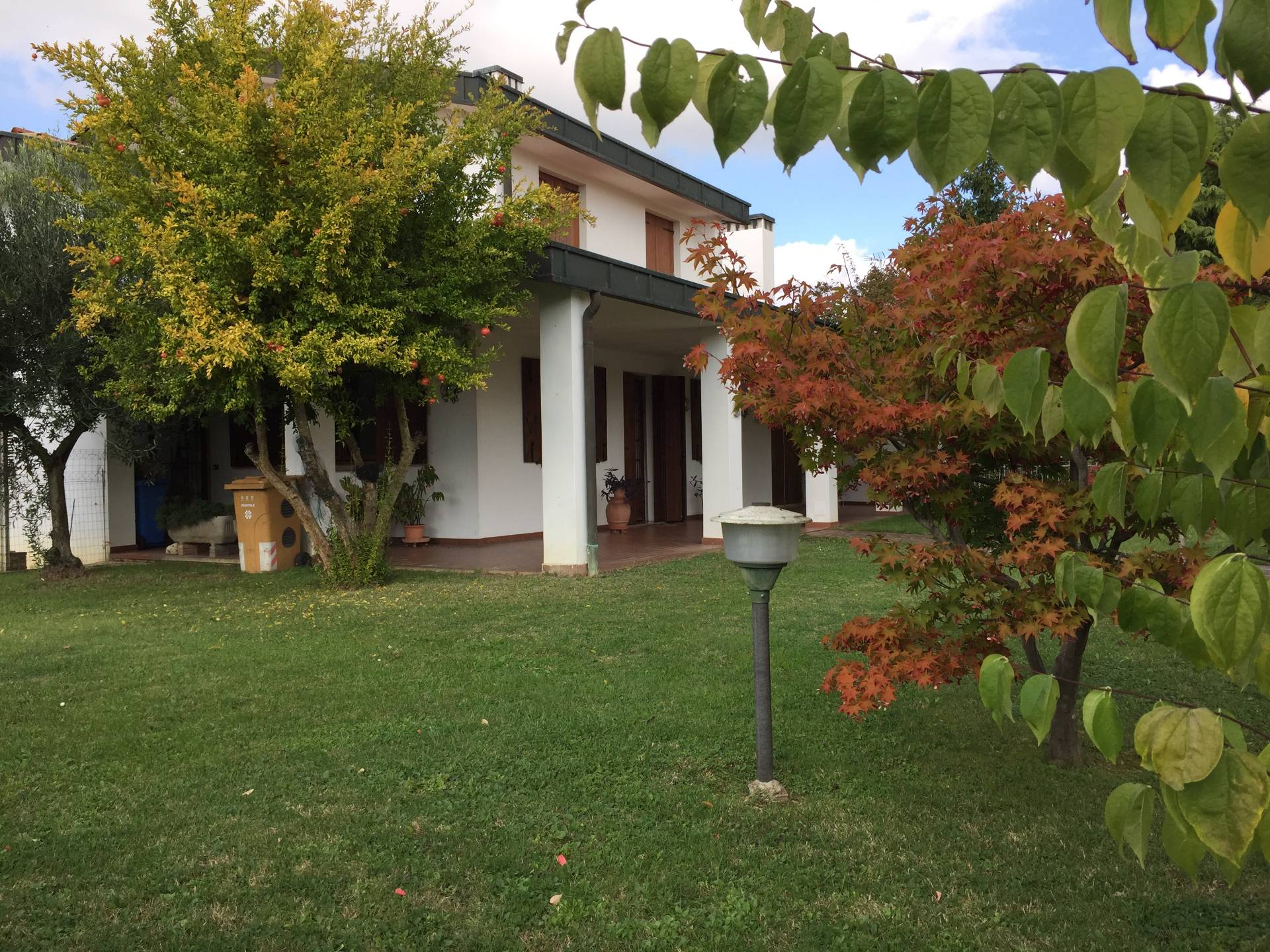 Villa in vendita a Silea, 14 locali, zona Località: S.Elena, prezzo € 320.000 | CambioCasa.it
