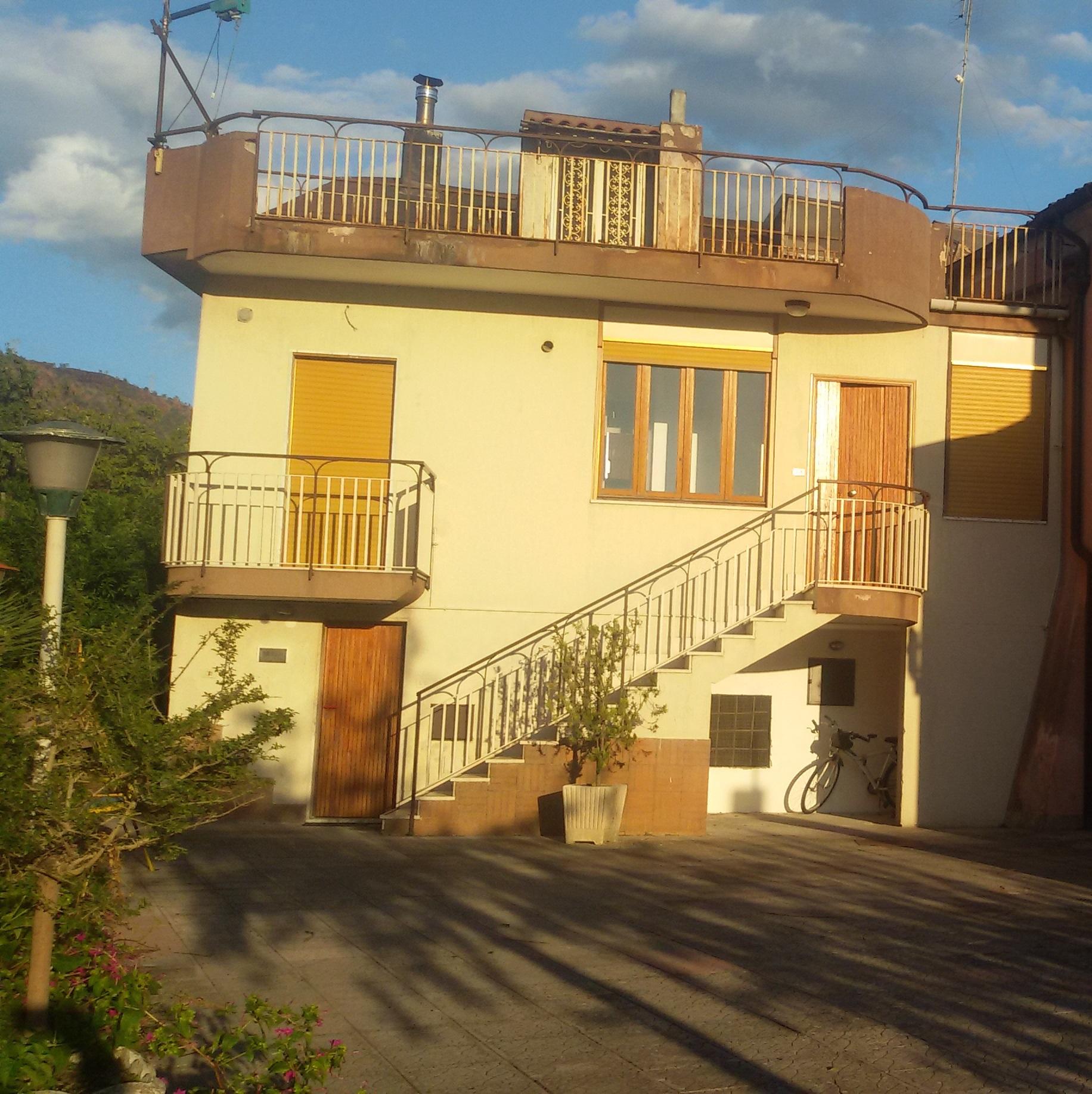 Villa in vendita a Fisciano, 4 locali, zona Zona: Lancusi, prezzo € 175.000 | CambioCasa.it