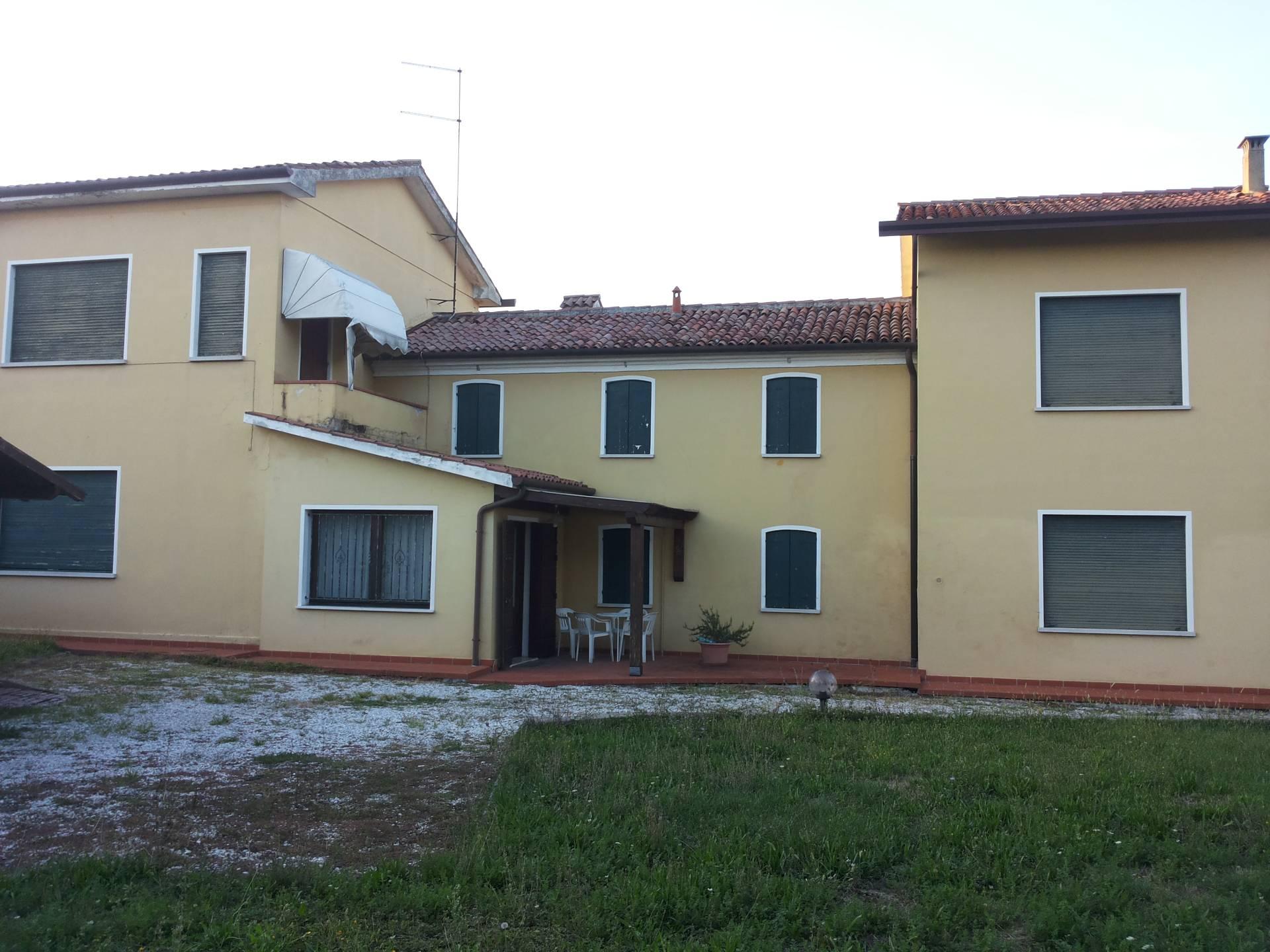 Villa in vendita a Treviso, 9 locali, zona Località: ZonaOspedale, prezzo € 320.000 | CambioCasa.it