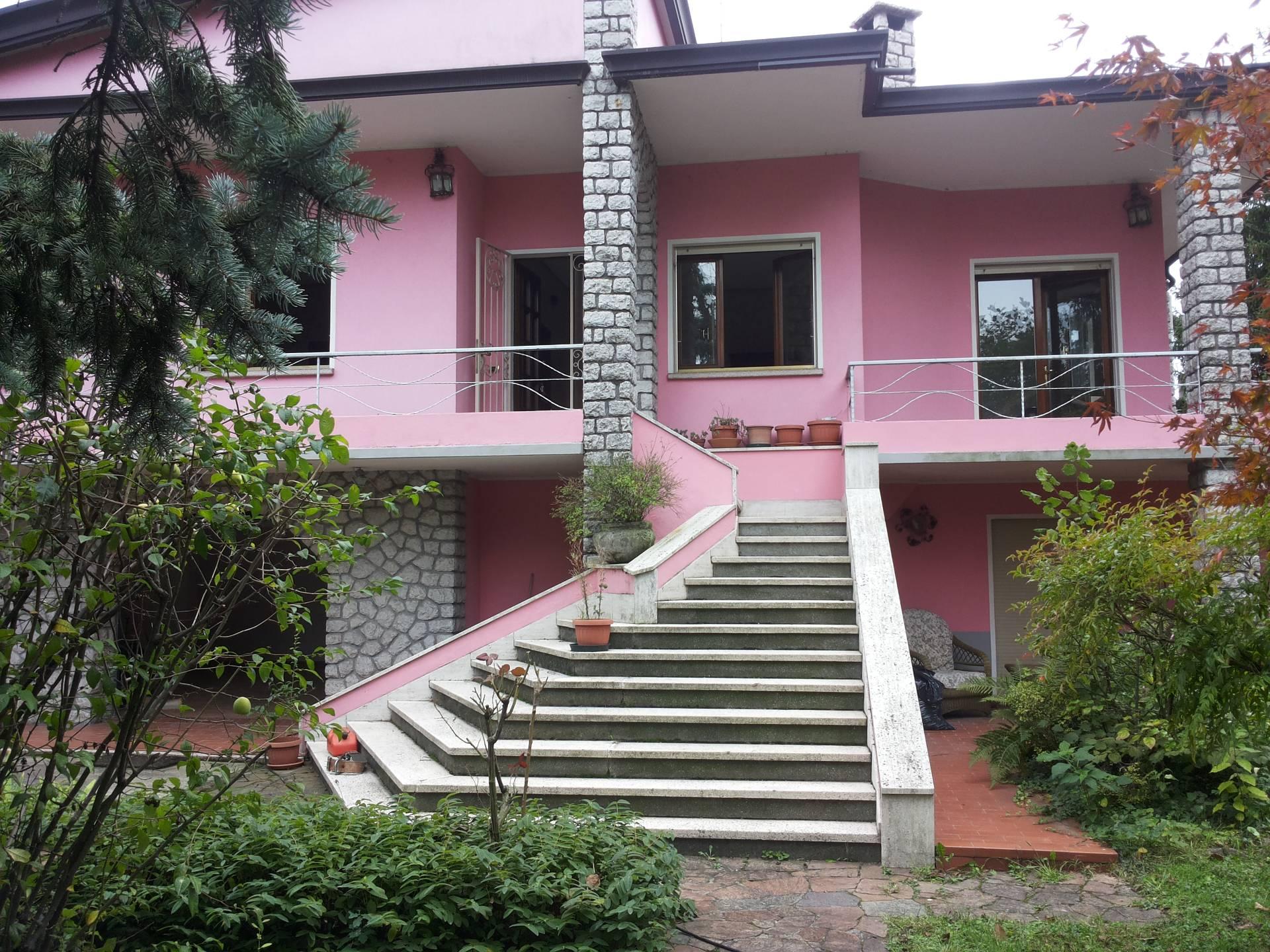 Villa in vendita a Preganziol, 8 locali, zona Zona: Frescada, prezzo € 300.000 | CambioCasa.it