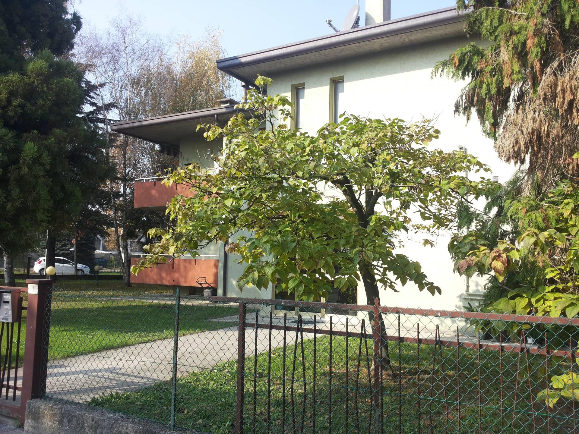 Appartamento in vendita a Silea, 6 locali, zona Località: S.Elena, prezzo € 119.000   CambioCasa.it