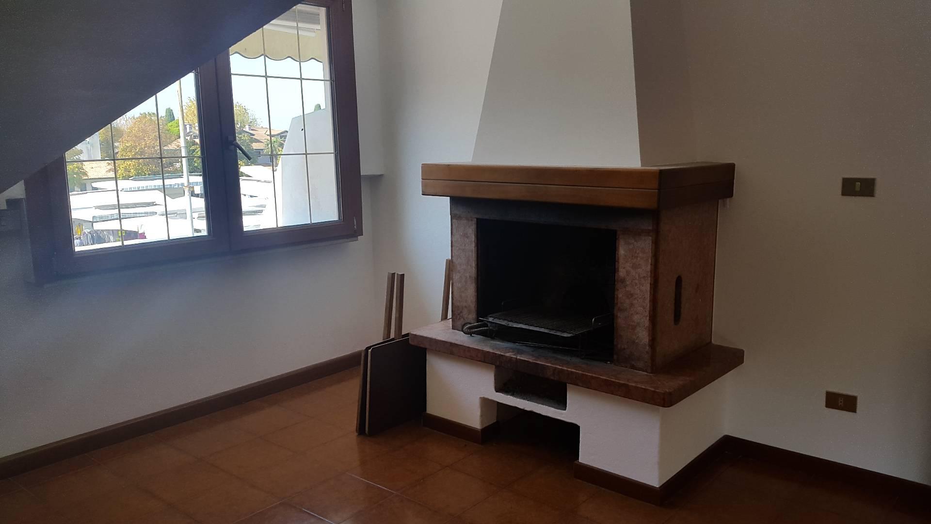 Attico / Mansarda in vendita a Jesolo, 3 locali, zona Località: Paese, prezzo € 135.000 | Cambio Casa.it
