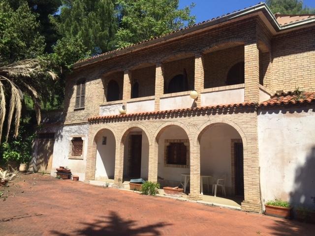 Villa in vendita a Chieti, 8 locali, prezzo € 750.000 | Cambio Casa.it