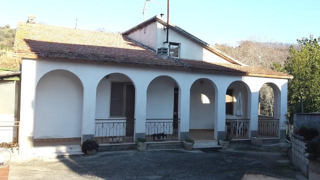 Soluzione Indipendente in vendita a Manoppello, 8 locali, zona Località: ManoppelloScalo, prezzo € 90.000 | CambioCasa.it