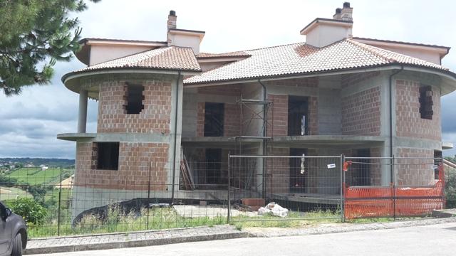 Palazzo / Stabile in vendita a Bucchianico, 20 locali, prezzo € 340.000 | Cambio Casa.it