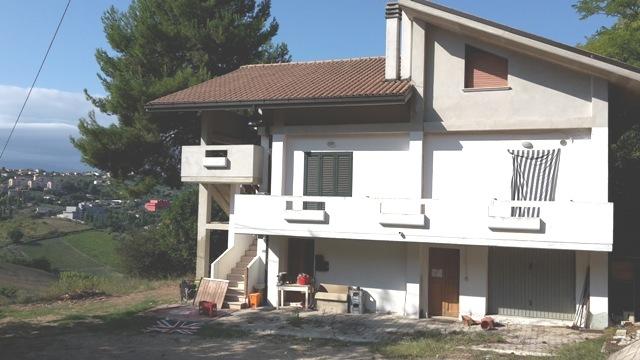Soluzione Indipendente in vendita a Chieti, 14 locali, prezzo € 160.000 | Cambio Casa.it