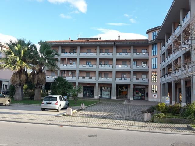 Appartamento in vendita a Manoppello, 7 locali, zona Località: ManoppelloScalo, prezzo € 130.000 | CambioCasa.it