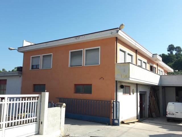 Capannone in vendita a Manoppello, 9999 locali, zona Località: ManoppelloScalo, prezzo € 680.000 | Cambio Casa.it