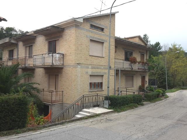 Altro in vendita a Manoppello, 8 locali, zona Zona: Fornace, prezzo € 180.000 | CambioCasa.it