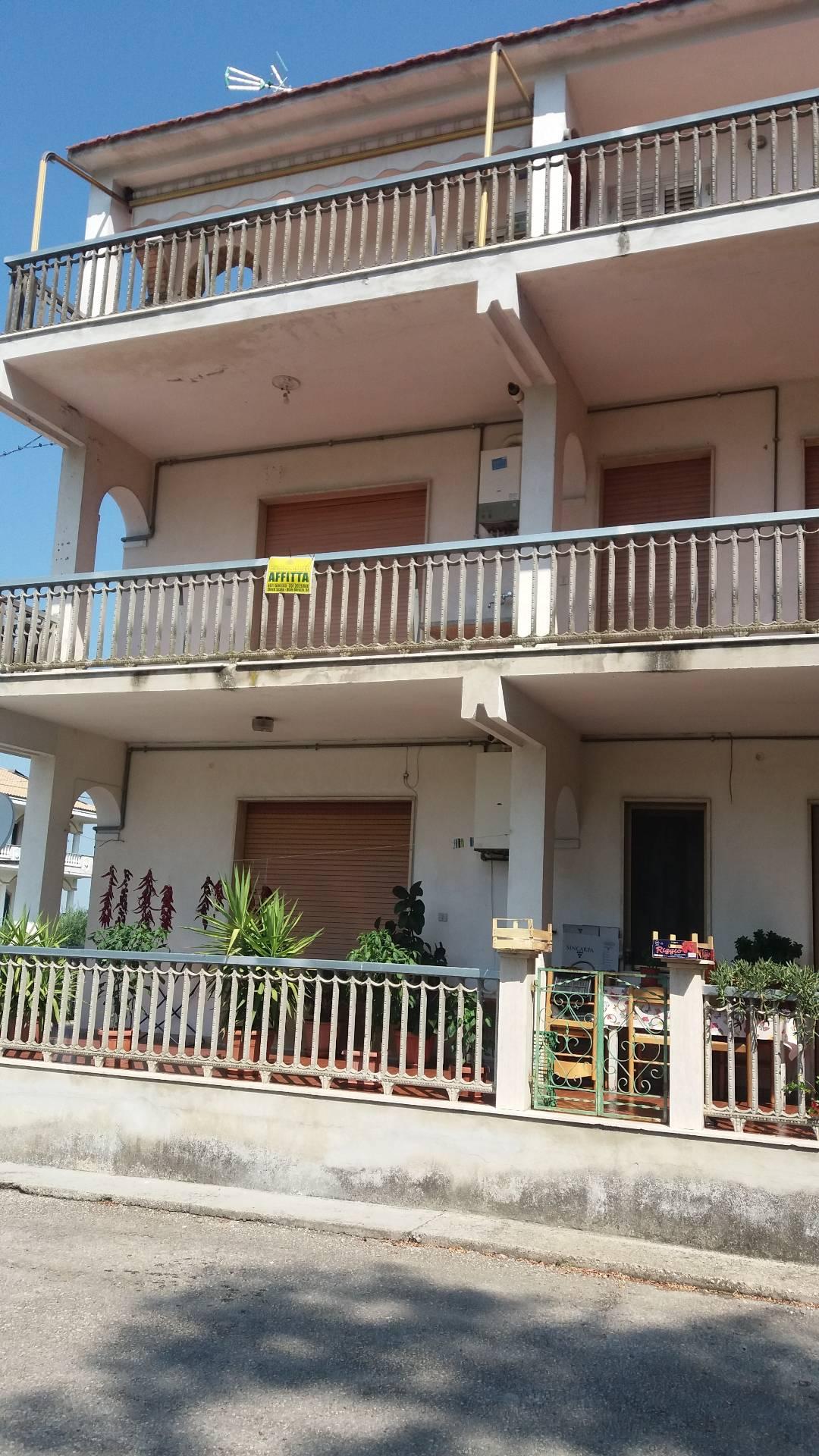 Appartamento in affitto a Chieti, 5 locali, zona Località: S.Martino, prezzo € 350 | Cambio Casa.it