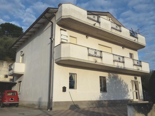 Soluzione Indipendente in vendita a Chieti, 13 locali, zona Località: Scalo, prezzo € 350.000 | Cambio Casa.it