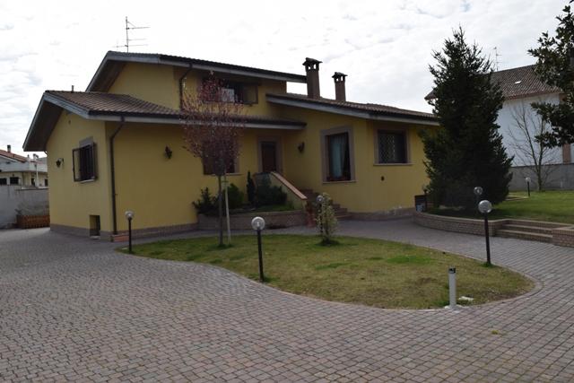 Villa in vendita a Chieti, 7 locali, prezzo € 460.000 | CambioCasa.it