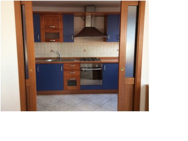 Appartamento in affitto a San Giovanni Teatino, 6 locali, prezzo € 500 | CambioCasa.it