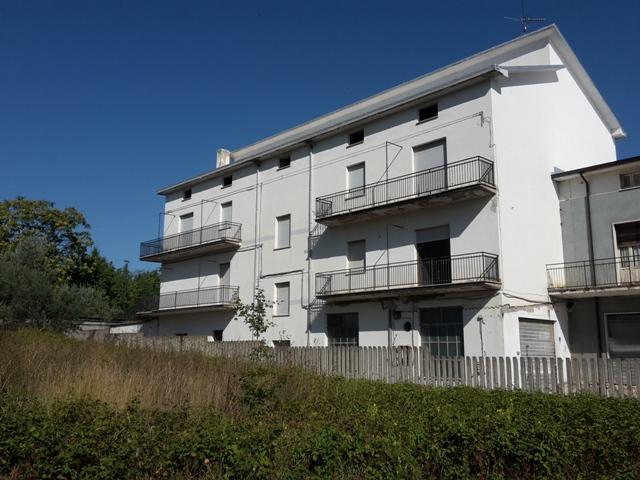 Palazzo / Stabile in vendita a Rapino, 20 locali, prezzo € 275.000 | CambioCasa.it