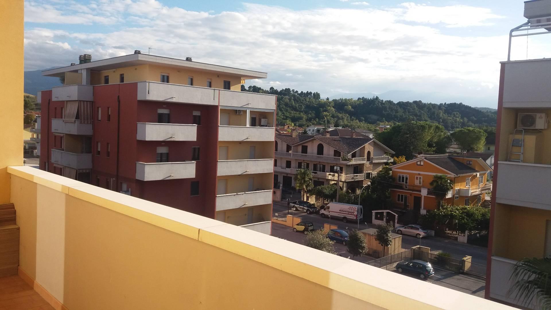 Appartamento in affitto a Manoppello, 5 locali, zona Località: ManoppelloScalo, prezzo € 400 | CambioCasa.it