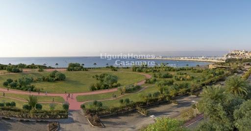 Appartamento in vendita a Imperia, 4 locali, prezzo € 359.000 | Cambio Casa.it