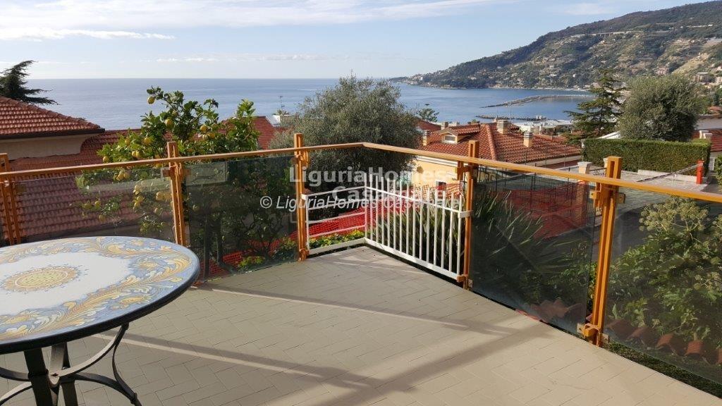 Appartamento in vendita a Ospedaletti, 7 locali, prezzo € 410.000   Cambio Casa.it