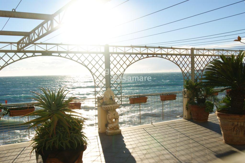 Appartamento in vendita a Ospedaletti, 5 locali, prezzo € 750.000 | CambioCasa.it