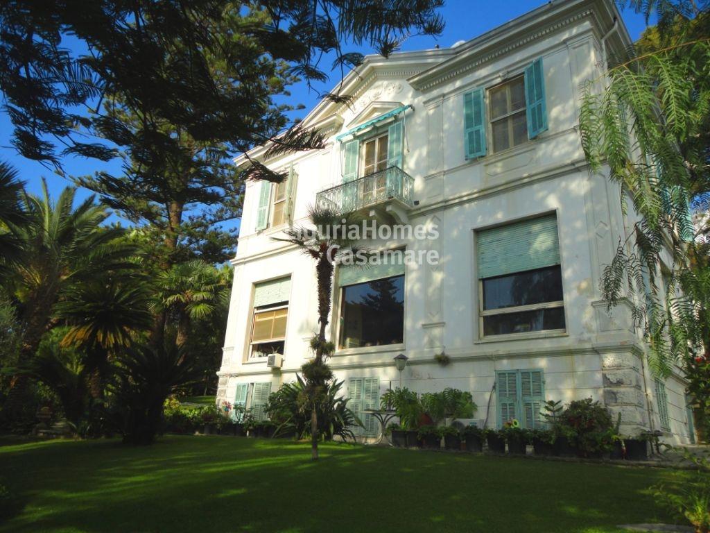 Villa in vendita a Ospedaletti, 11 locali, prezzo € 2.400.000   Cambio Casa.it