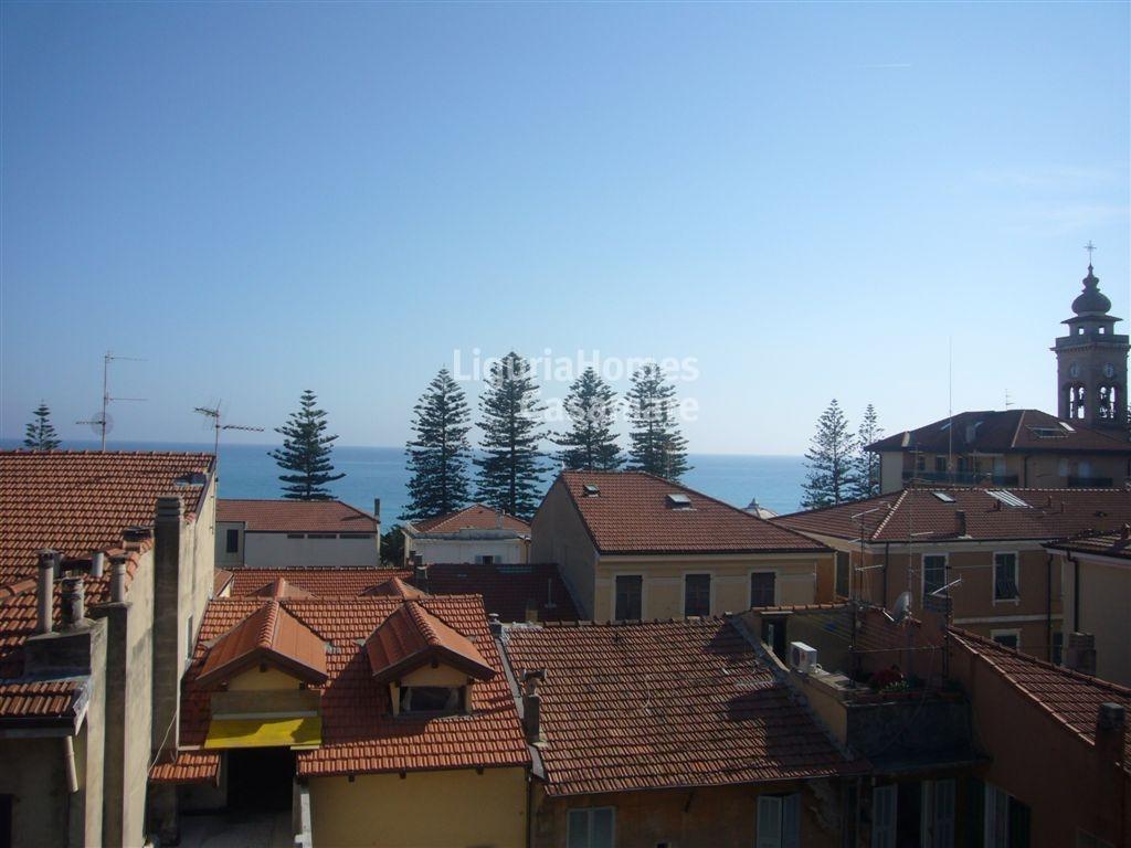 Appartamento in vendita a Bordighera, 3 locali, prezzo € 420.000 | Cambio Casa.it