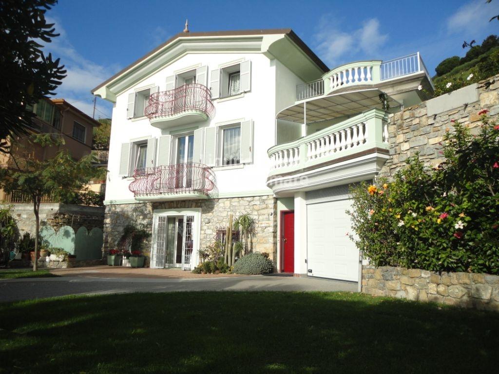 Villa in vendita a Ospedaletti, 10 locali, prezzo € 990.000 | CambioCasa.it