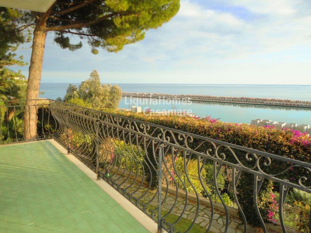 Appartamento in vendita a Ospedaletti, 6 locali, prezzo € 580.000 | CambioCasa.it