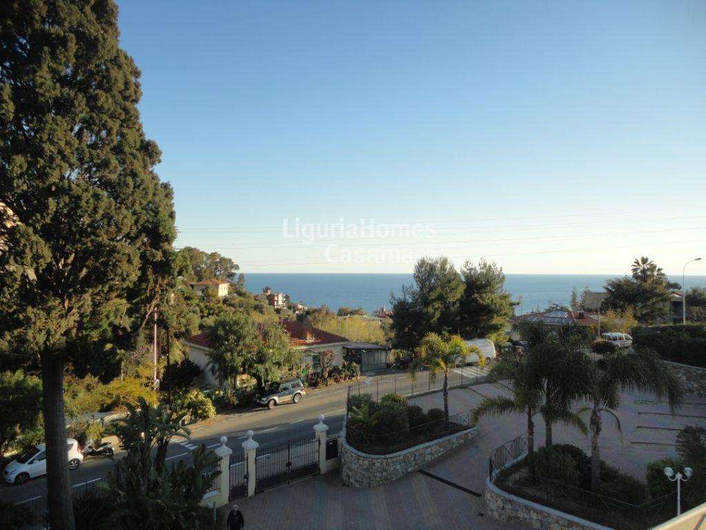 Appartamento in vendita a Ospedaletti, 5 locali, prezzo € 345.000 | CambioCasa.it