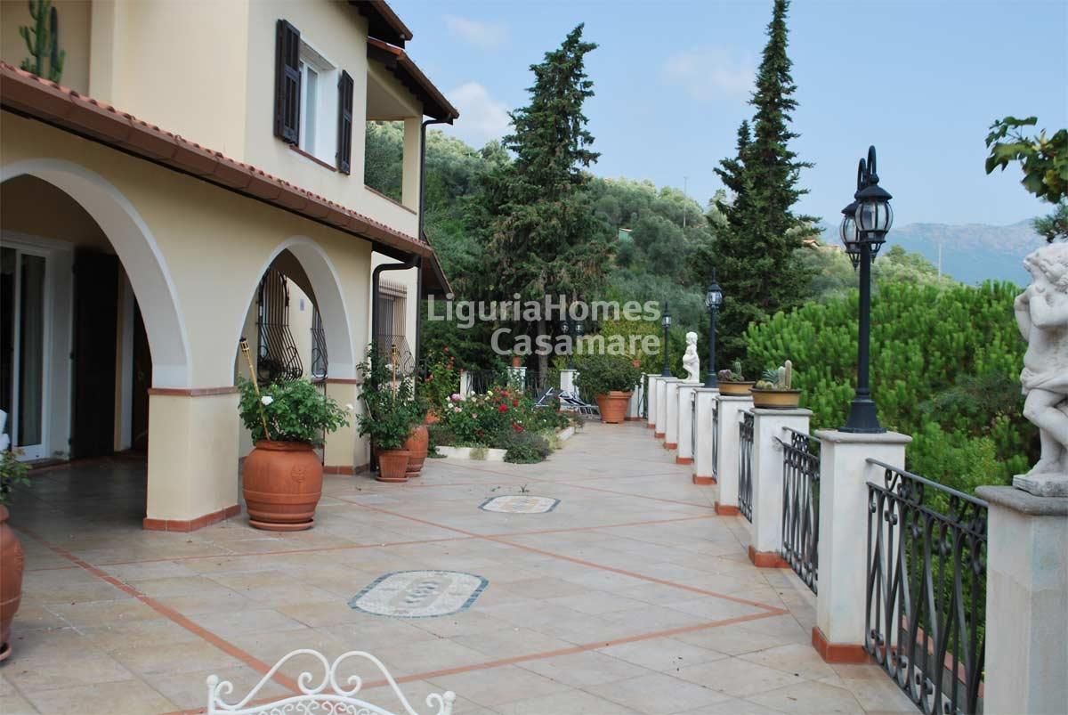 Villa in vendita a Dolceacqua, 8 locali, prezzo € 760.000 | CambioCasa.it