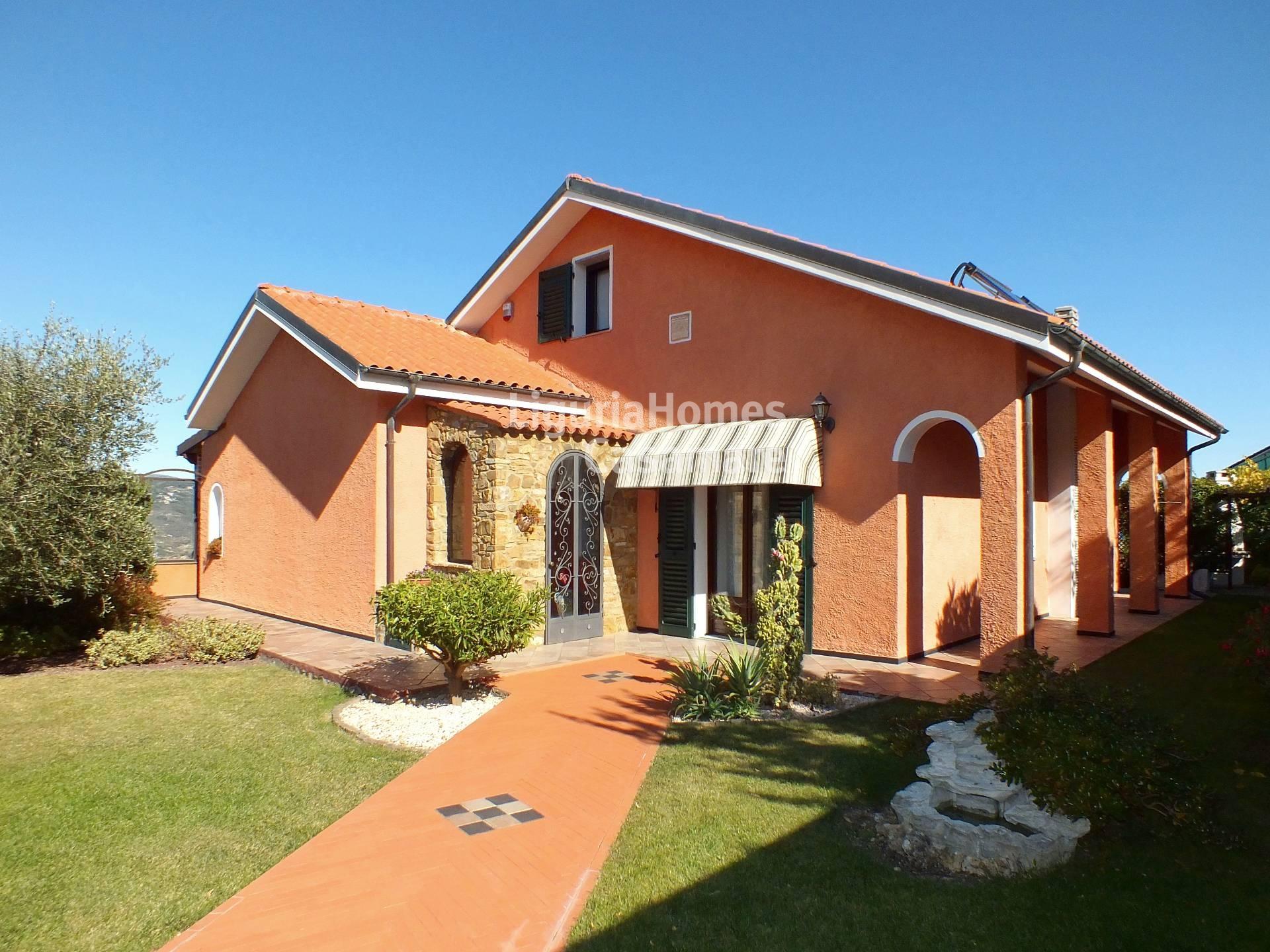 Villa in vendita a Imperia, 8 locali, prezzo € 630.000   Cambio Casa.it