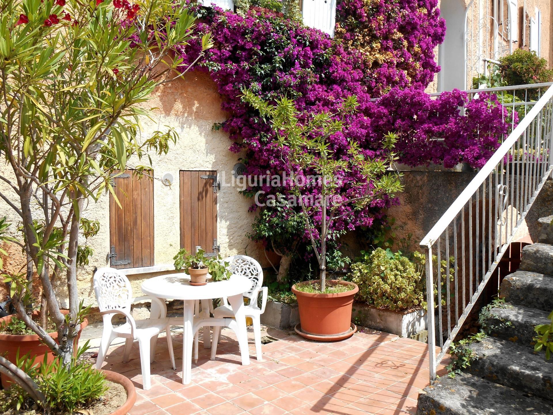 Villa in vendita a Andora, 8 locali, prezzo € 390.000 | Cambio Casa.it