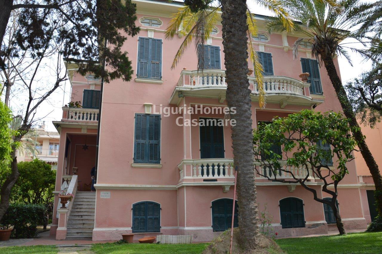 Villa in vendita a Bordighera, 16 locali, prezzo € 1.500.000 | CambioCasa.it