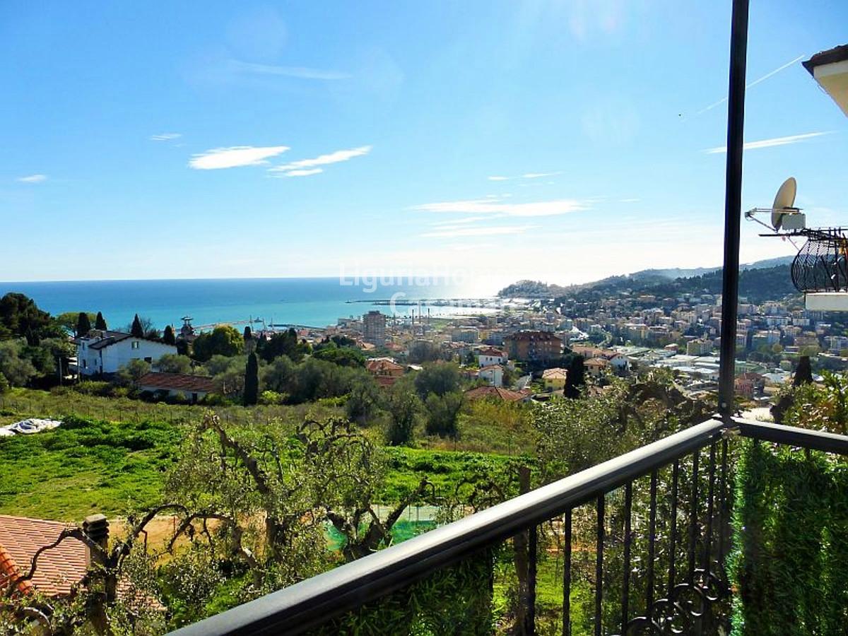 Appartamento in vendita a Imperia, 4 locali, prezzo € 330.000 | CambioCasa.it