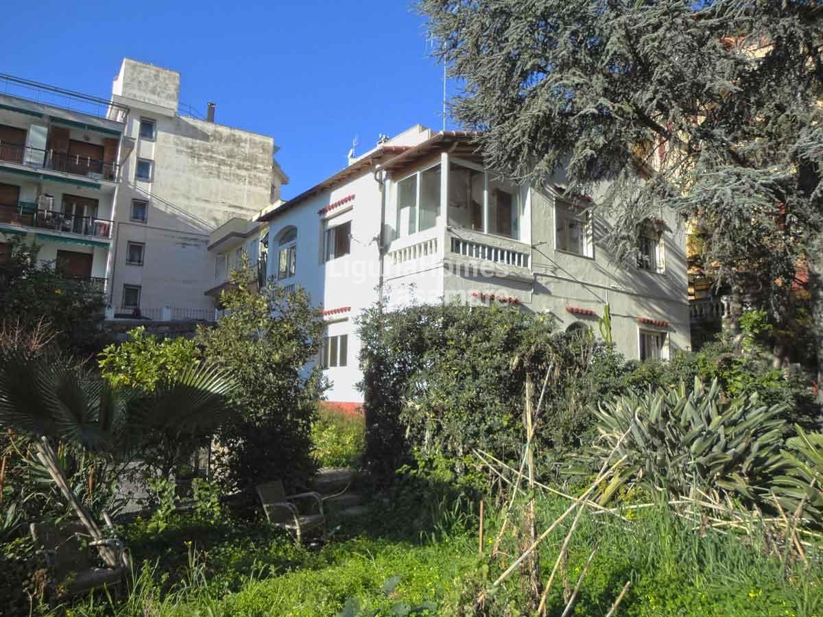 Villa in vendita a Ospedaletti, 10 locali, prezzo € 600.000 | CambioCasa.it