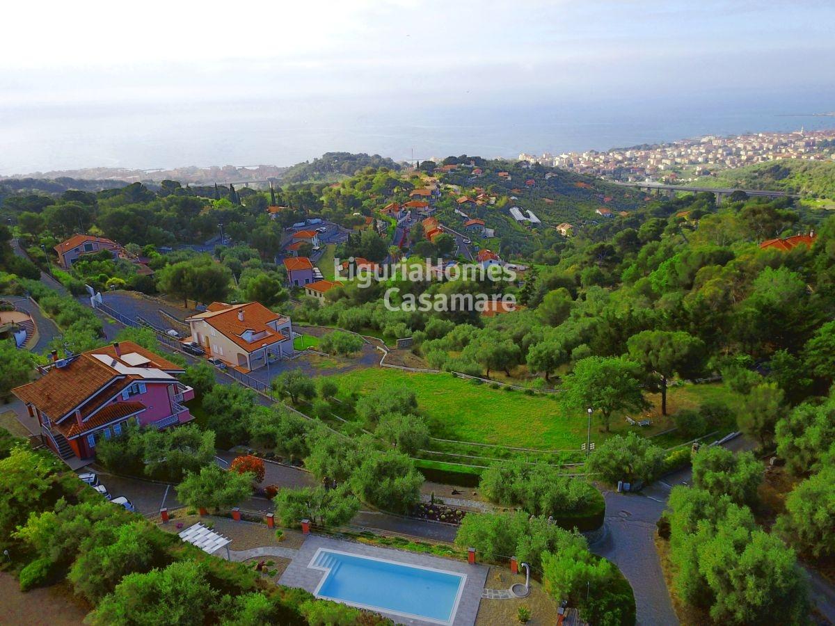 Villa in vendita a Diano Castello, 10 locali, prezzo € 1.500.000 | CambioCasa.it